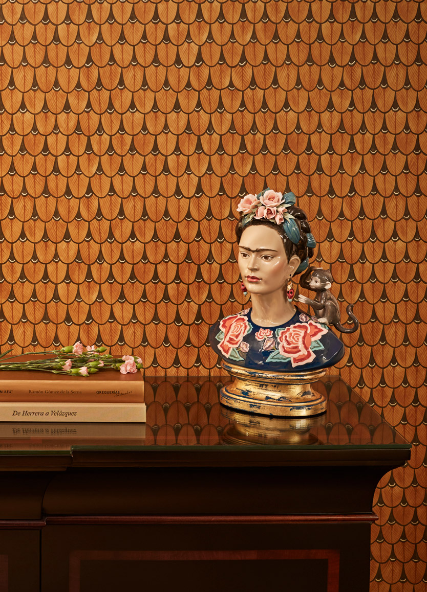 LLADRO® - 'Frida Kahlo (blue) - Base included' Limited edition of 250 pieces 2021