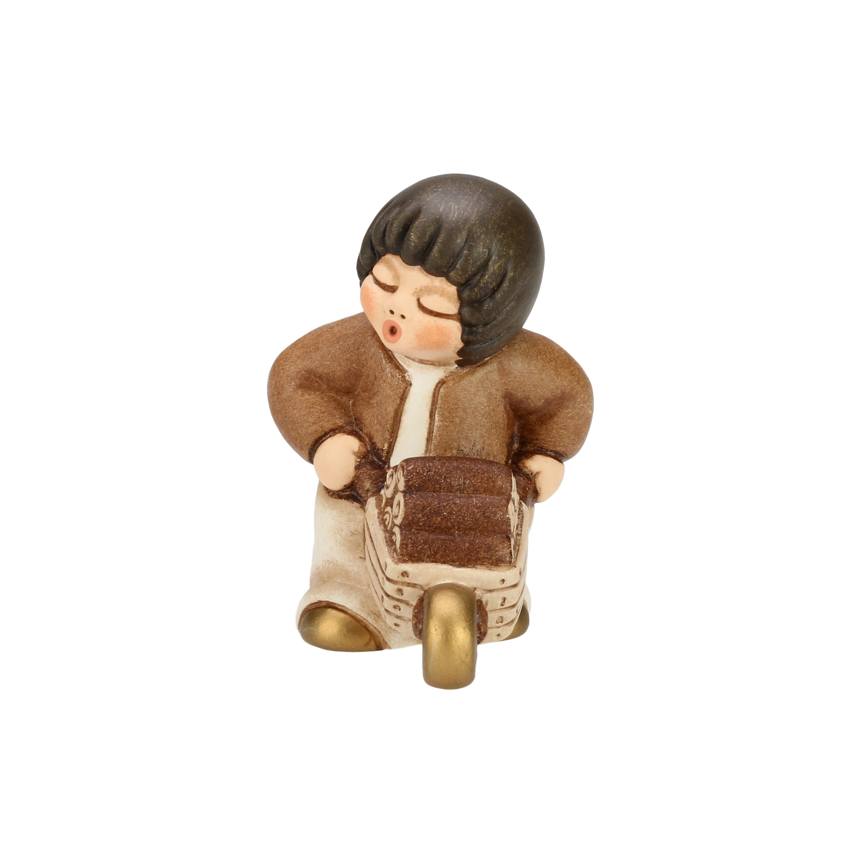 THUN Krippe 'Junge mit Schubkarre - 6,5 cm h'